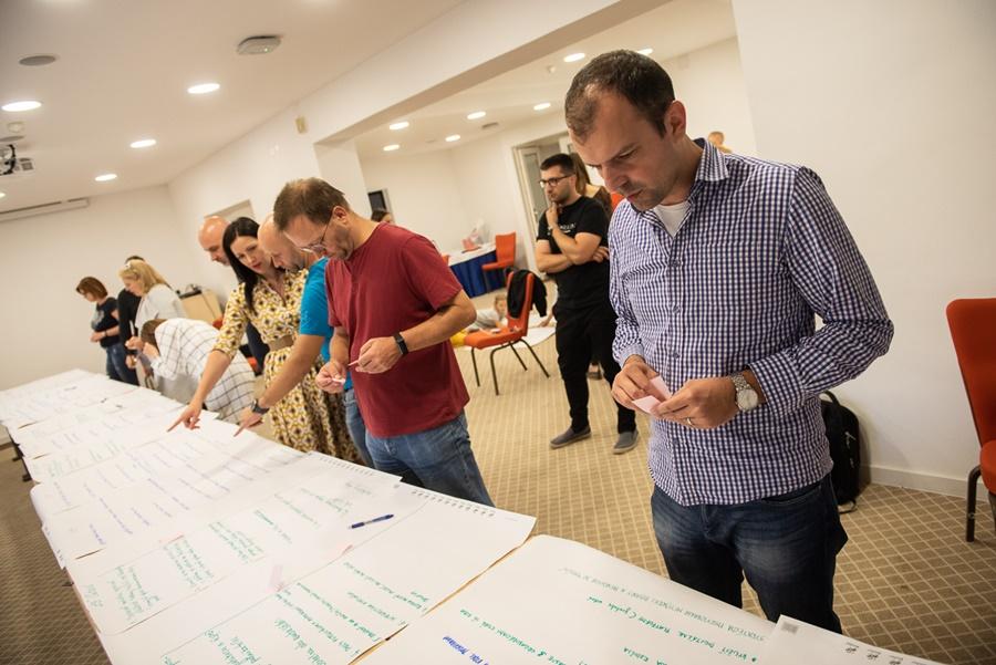 356adcdbc Stretnúť ľudí, ktorí robia na neziskových projektoch vo vzdelávaní, a vidieť,  aké skvelé veci sa na Slovensku dejú, je pre človeka z biznisu, ktorý sa s  tým ...